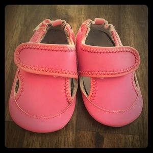 Robeez Shoes   Water Baby Girl Size 912